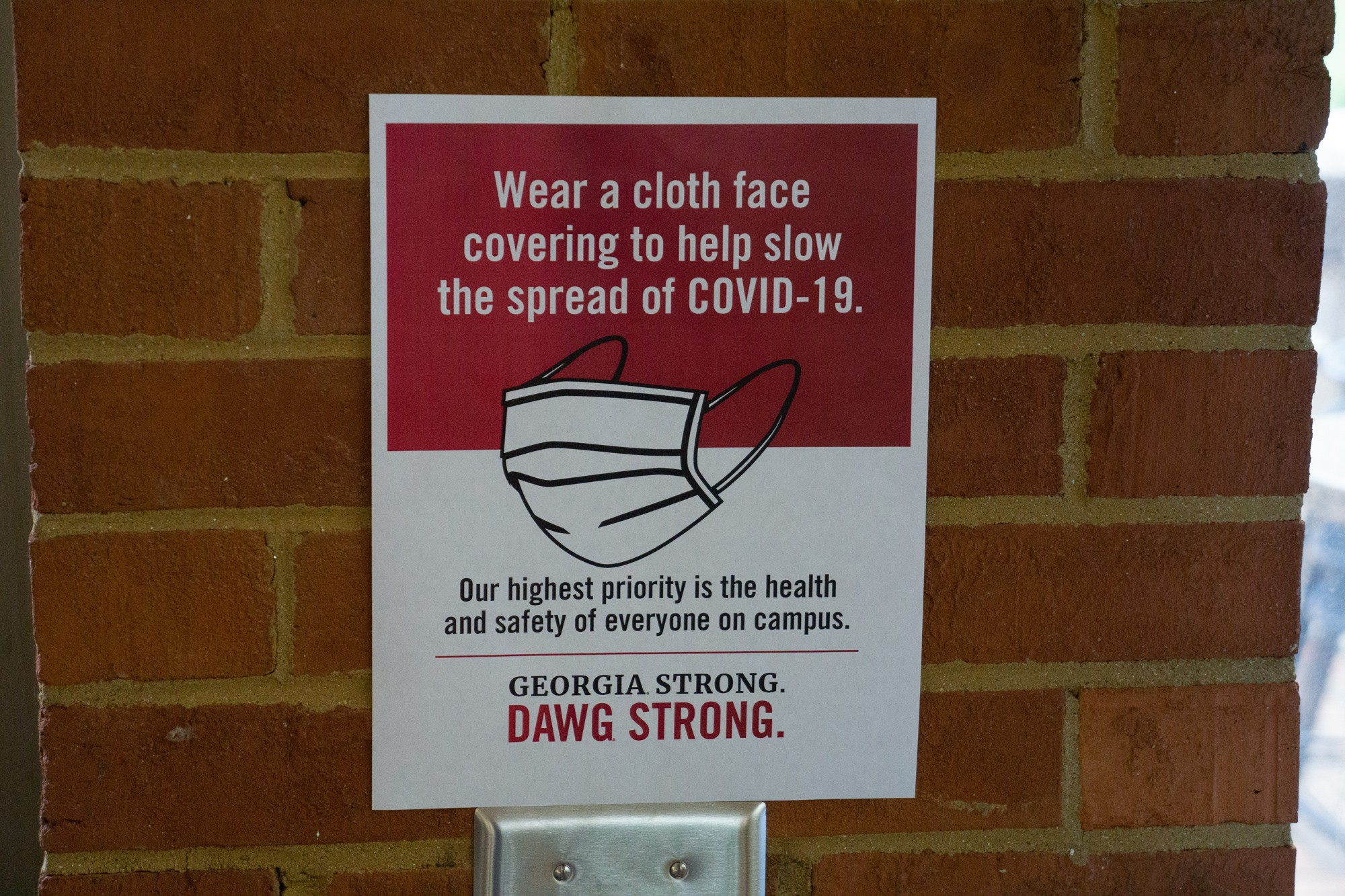 image of signage indicating the requirement of face covering in buildings